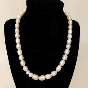 Pearl necklace, single strand, chunky, elegant!